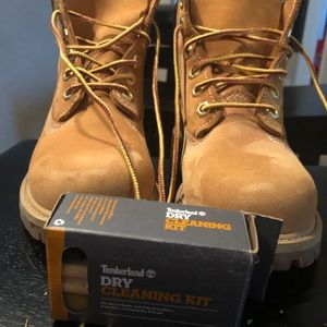 TIMBERLAND BOOTS CHILD 13 W/ DRY CLEAN KIT EUC